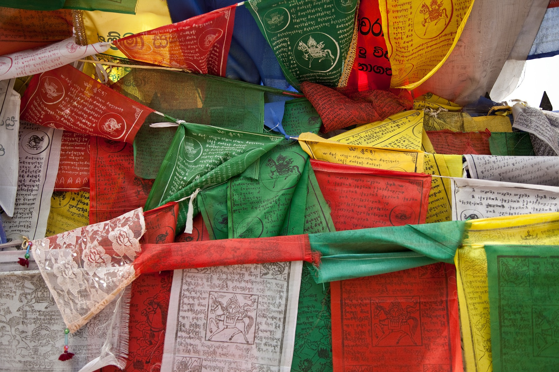 prayer-flags-669327_1920