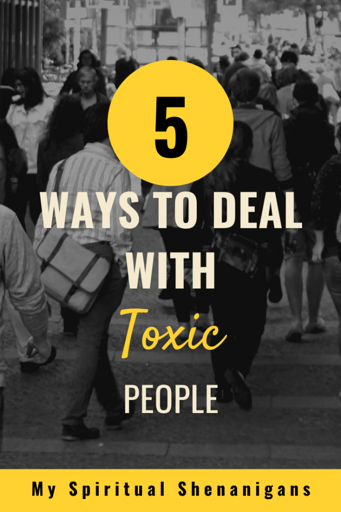 How to Deal With Toxic People in a Mature Way (5 Tips)